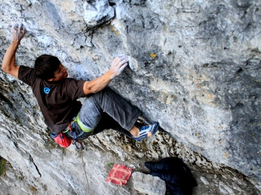 The older brother pulling hard on  Hänsel ohne Gretel (8b) at the Holzgauer Wall in Frankenjura © Firnenburg Archive