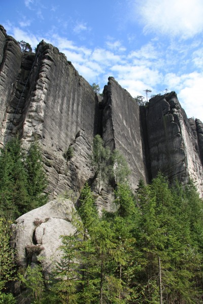 "Wall, arete, dihedral and repeat: the structure of the cliffs in Teplice naturally lends itself different ""climbing terrains"" © Rest Jug"